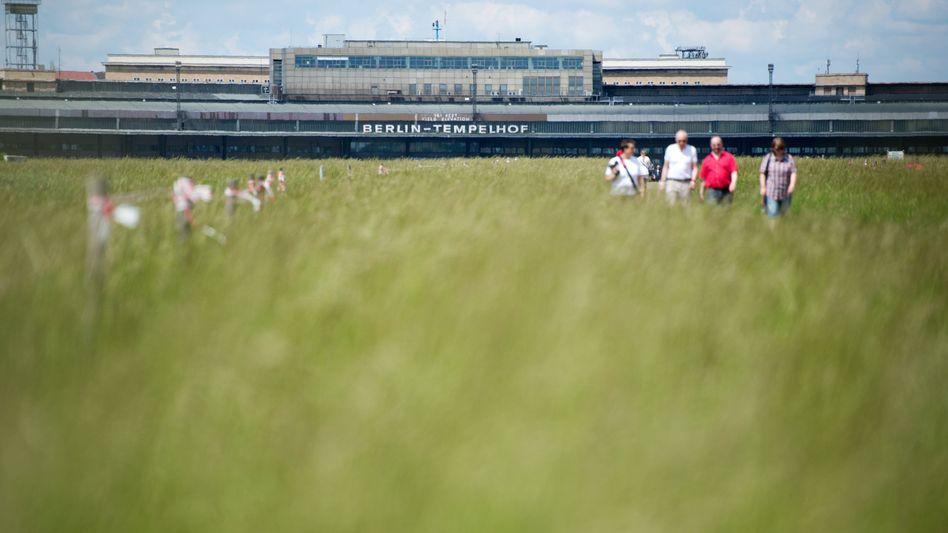 Spaziergänger auf dem Tempelhofer Feld: Auswirkungen bis in den Wedding