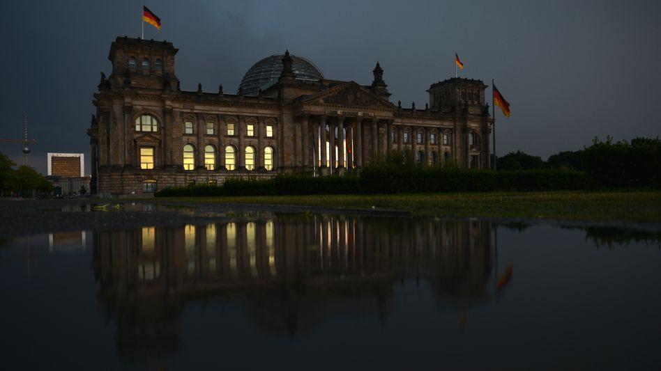 Bundestag (Archivbild): Enquete-Kommission fordert ständigen Internet-Ausschuss