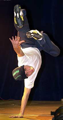 Breakdancer: Befähigung in Musik, Tanz, Design...