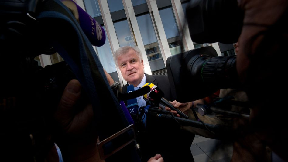 """Parteivorsitzender Seehofer: """"Erstes und wichtigstes Ziel"""" ist Vollbeschäftigung bis 2018"""