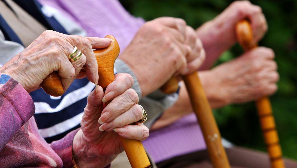 Die Zukunft gehört den Alten: Der Anteil Pflegebedürftiger steigt