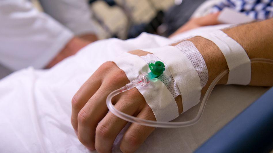 Patient mit Infusion: Blutersatz Hes erhöht Risiko für Nierenschäden