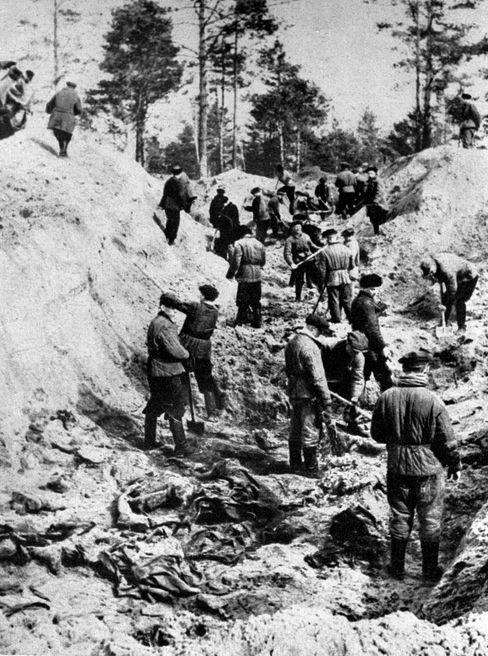 Die Leichen der ermordeten Polen wurden 1943 in Massengräbern bei Katyn gefunden