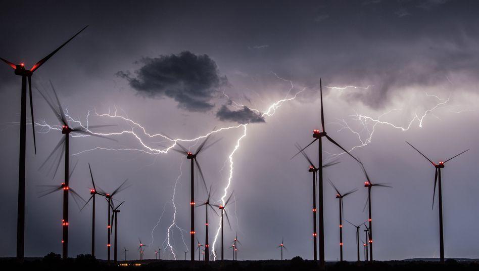 Blitze im Landkreis Oder-Spree nahe Sieversdorf (Brandenburg)