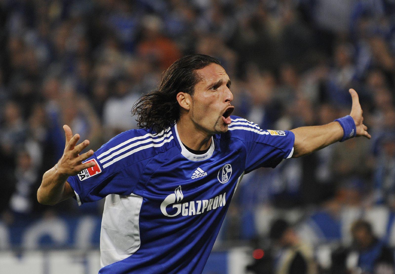 FC Schalke 04 - VfL Wolfsburg kuranyi kevin protest