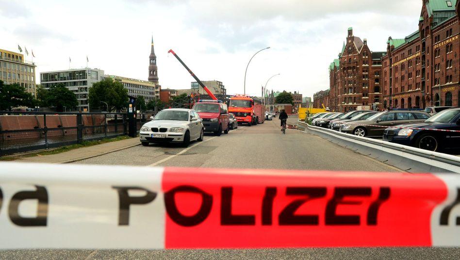 Absperrung der Polizei in der HafenCity in Hamburg: 500-Pfund-Bombe gefunden