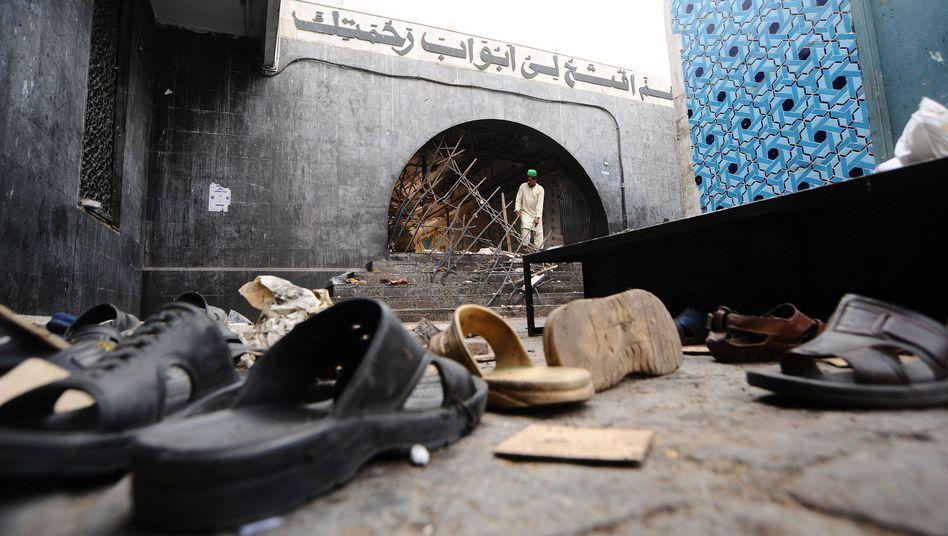 Selbstmordanschlag in Lahore: Attentäter richten Blutbad in pakistanischem Heiligtum an