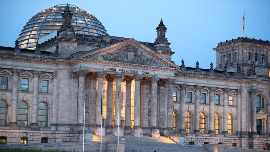 Bundestag: Die Bundestagspolizei ist eine eigene Polizeibehörde mit rund 200 Beamtinnen und Beamten und untersteht dem Bundestagspräsidenten