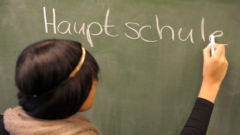 Wie viele Jugendliche einen Schulabschluss schaffen, variiert von Bundesland zu Bundesland (Symbolbild)