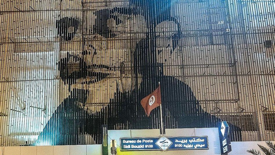 Bouazizi-Porträt an einer Postfiliale im tunesischen Sidi Bouzid