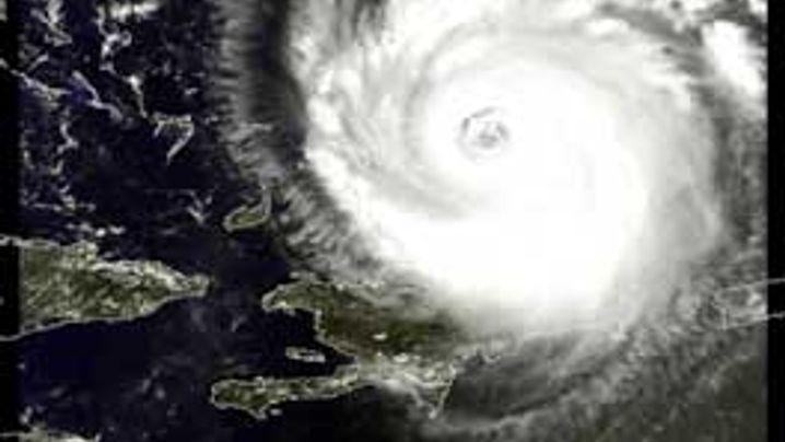 """Satellitenbilder: Himmelsaugen durchleuchten """"Frances"""""""