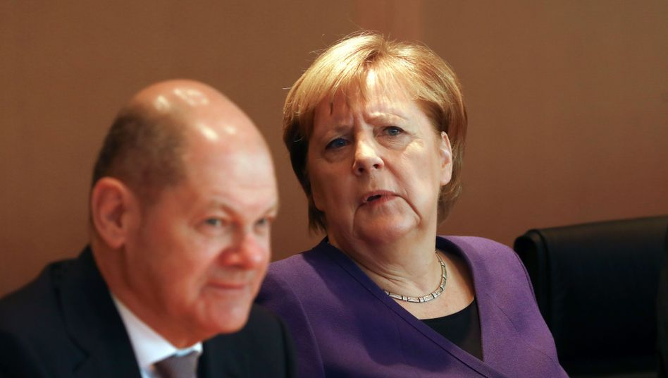 Kanzlerin Merkel (r.), Vizekanzler Scholz