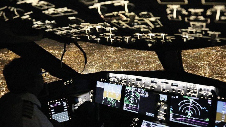 Blick aus dem Cockpit einer Boeing 787 auf Paris