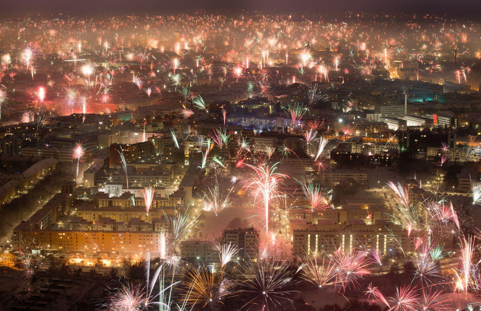 EINMALIGE VERWENDUNG SPIEGEL Plus SPIEGEL 52/2017 S. 40 Silvesterfeuerwerk Feinstaub STARTBILD