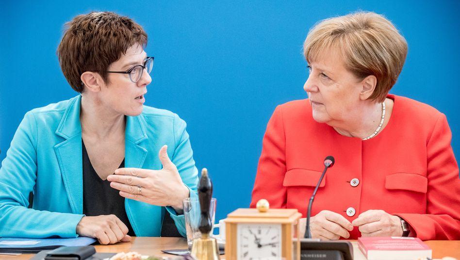 Parteichefin Kramp-Karrenbauer, Kanzlerin Merkel