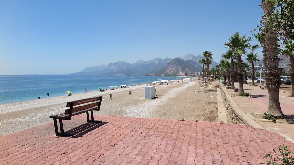 Leerer Konyaalti-Strand in Antalya (Juni 2016)