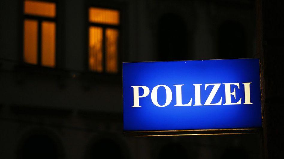 Schild der Polizeidirektion Leipzig am Morgen der Festnahme von Jaber Albakr
