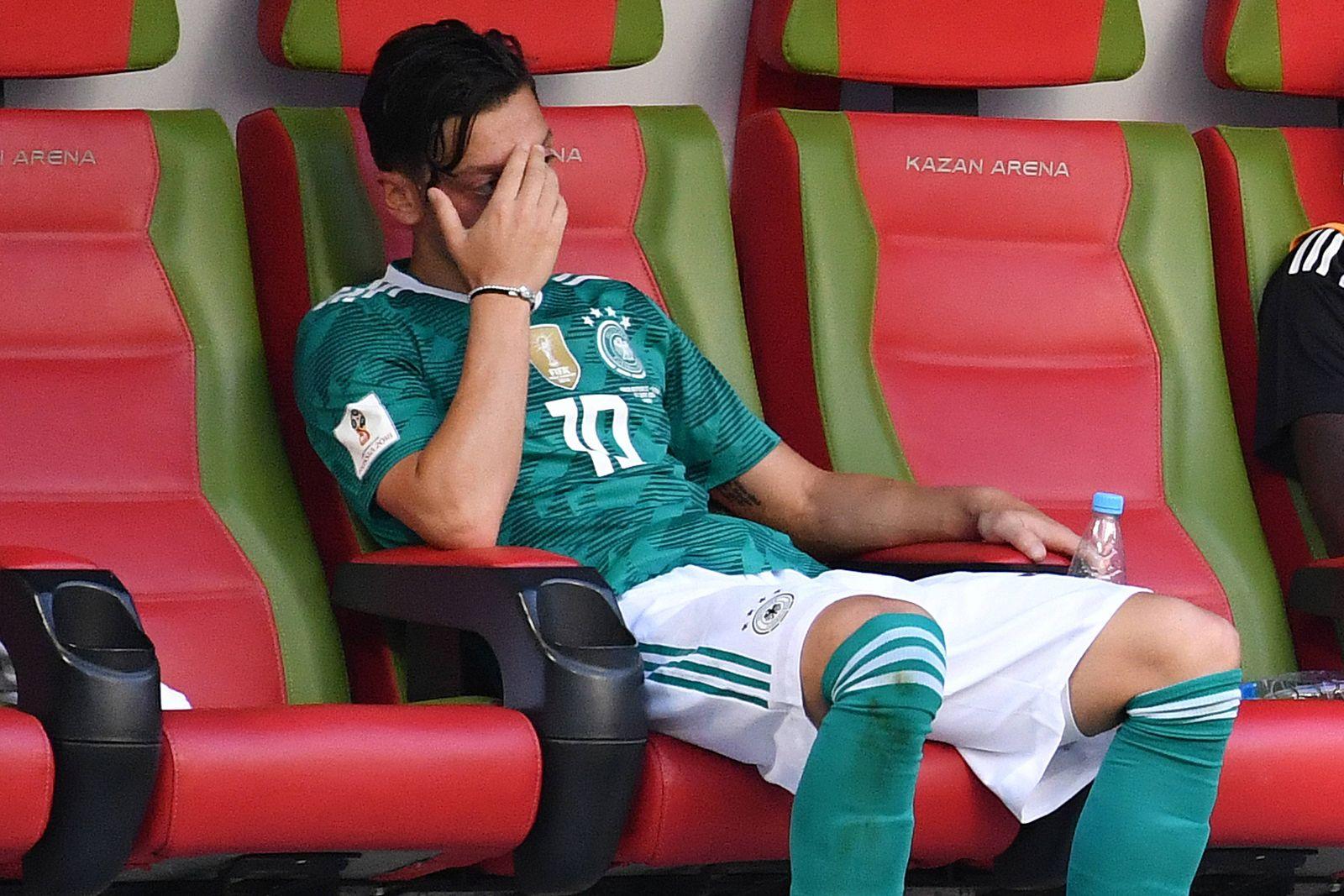 EINMALIGE VERWENDUNG Mesut Özil