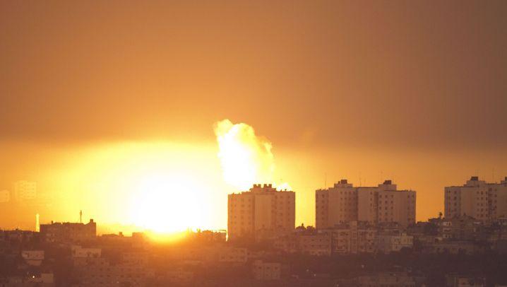 Angriff auf Gaza-Streifen: Feuerball in der Nacht