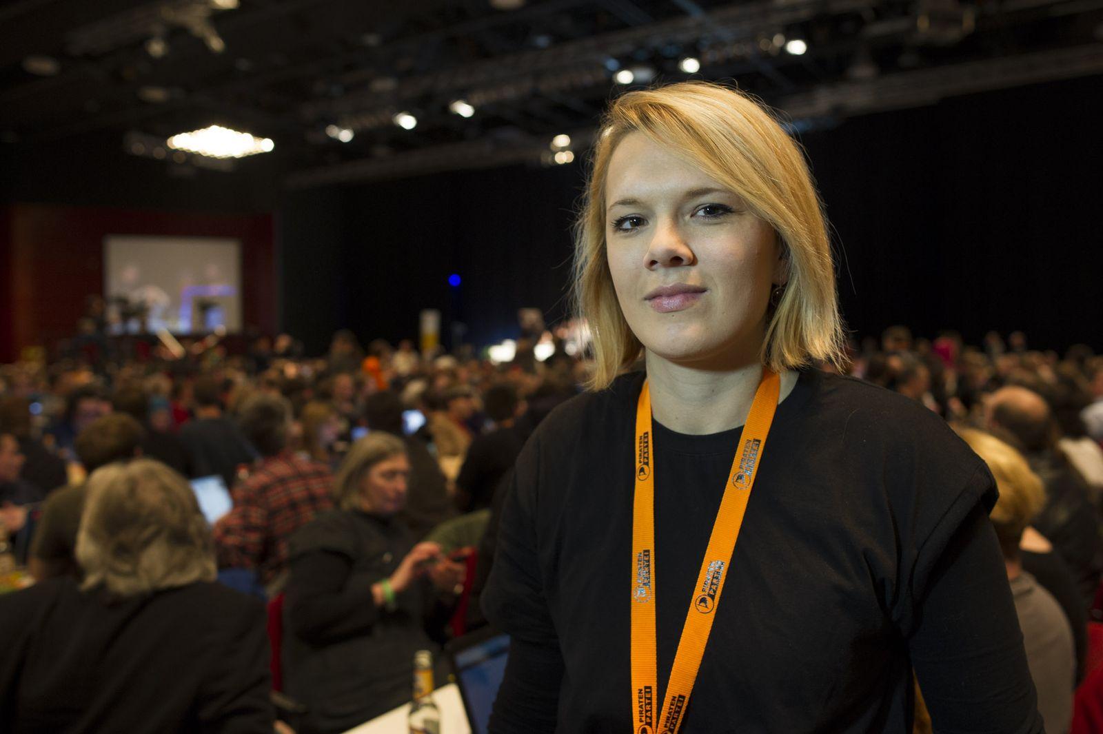 EINMALIGE VERWENDUNG XXL Piraten/ Parteitag/ Plambeck/ Laura Dornheim