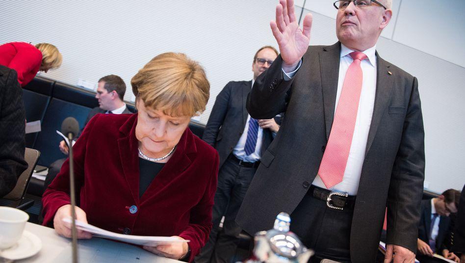 Bundeskanzlerin Merkel, Unionsfraktionschef Kauder (Archiv): Absprachen mit USA dauern an