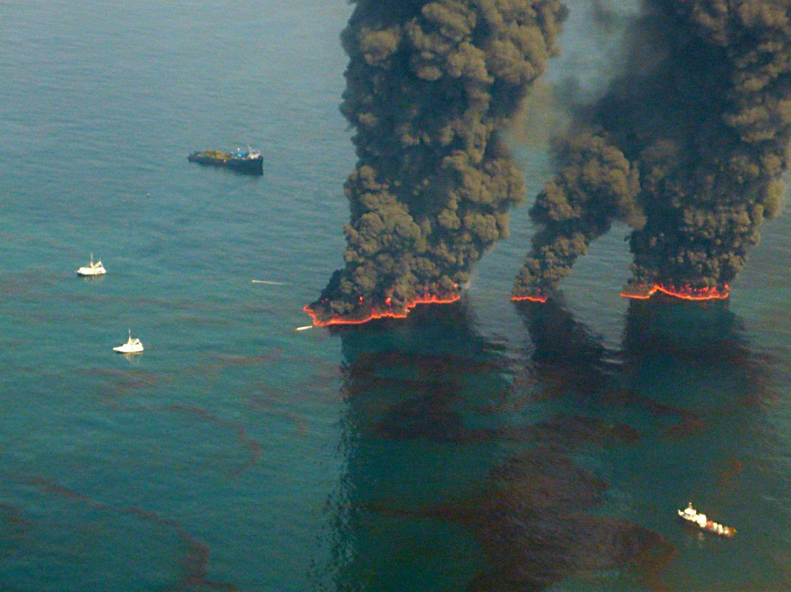 US-BLAST-OIL-BURN
