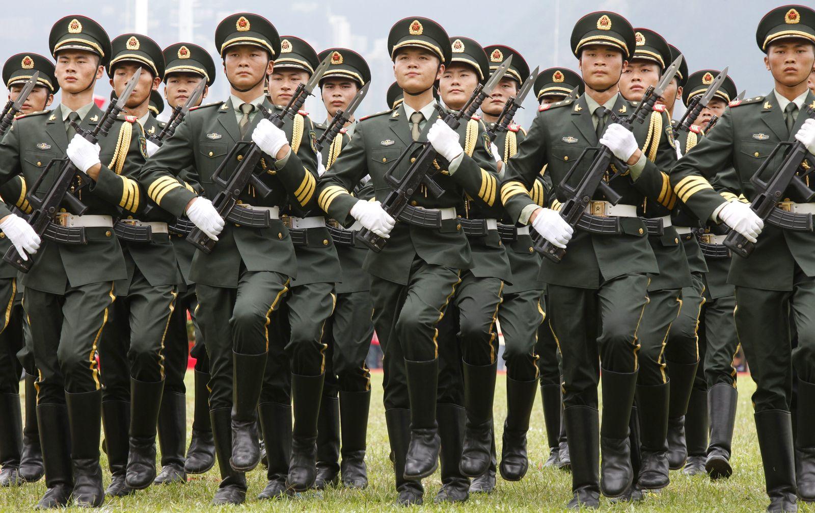 SPIEGEL 34/2012 pp124 SPIN Glucksmann China Army