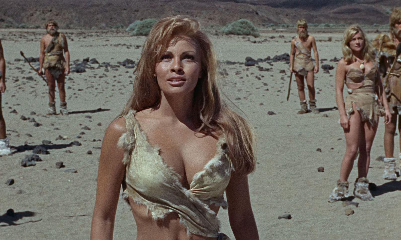Wate On Werbung - Raquel Welch and Lisa Thomas - One Million Years B.C. (1966)