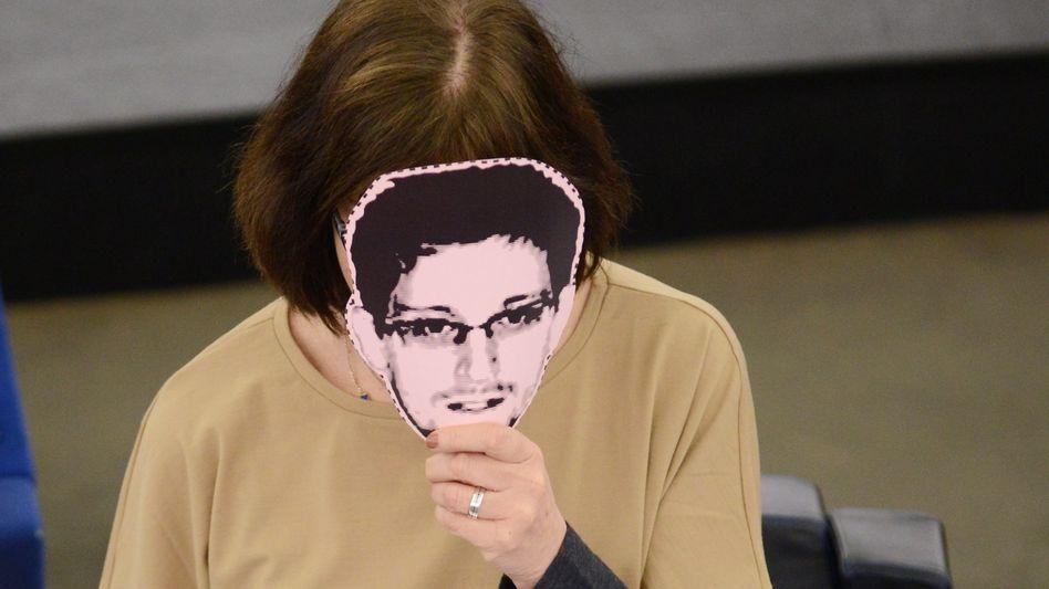 Whistleblower wie Edward Snowden: Was tun, wenn sich der Chef schmieren lässt?