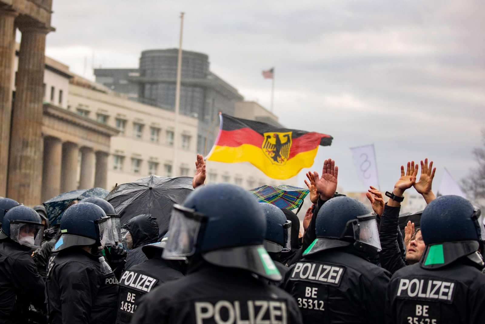 imago_st_1118_2253_Berlin_thousands_of_demonstrators_gather_in_government_quarter_11_0023_0106926821_preview-1
