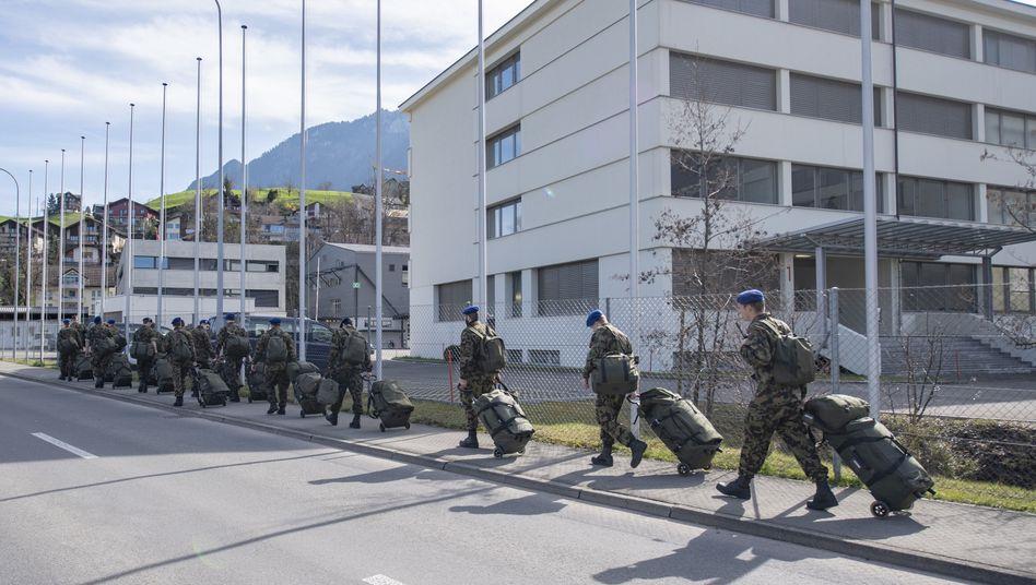 Soldaten in Stans: Zusammenzug eines Spitalbataillons