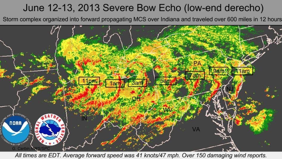 Gewitterwolken am 13. Juni über den USA (Radarbild): Der Sturm zog von Westen über Amerika, später über den Atlantik (die Uhrzeiten dokumentieren die Passage)