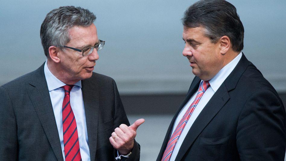 """Innenminister de Maizière (CDU) und Wirtschaftsminister Gabriel (SPD): """"Ich habe es nicht verstanden."""""""