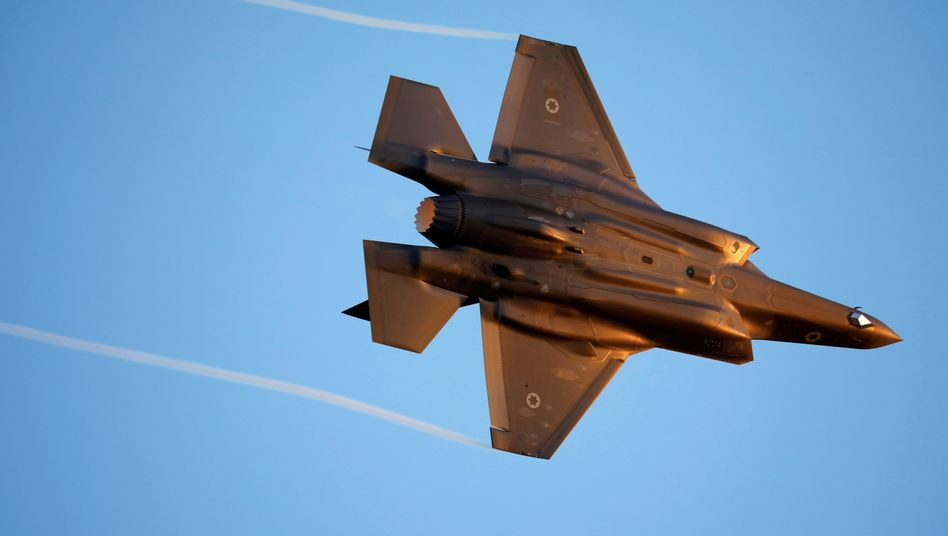 Israelisches Kampfflugzeug vom Typ F-35 bei einer Vorführung (Symbolbild)