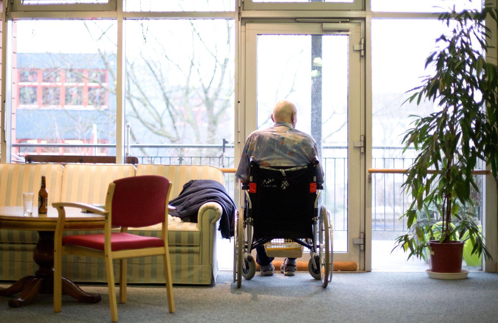 Studie/ Demenz-Vorbeugung/ Seniorenwohnheim