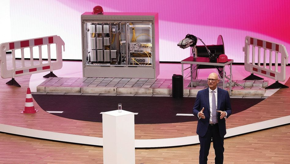 Telekom-Chef Höttges bei Hauptversammlung 2018:Nur nicht zu schnell