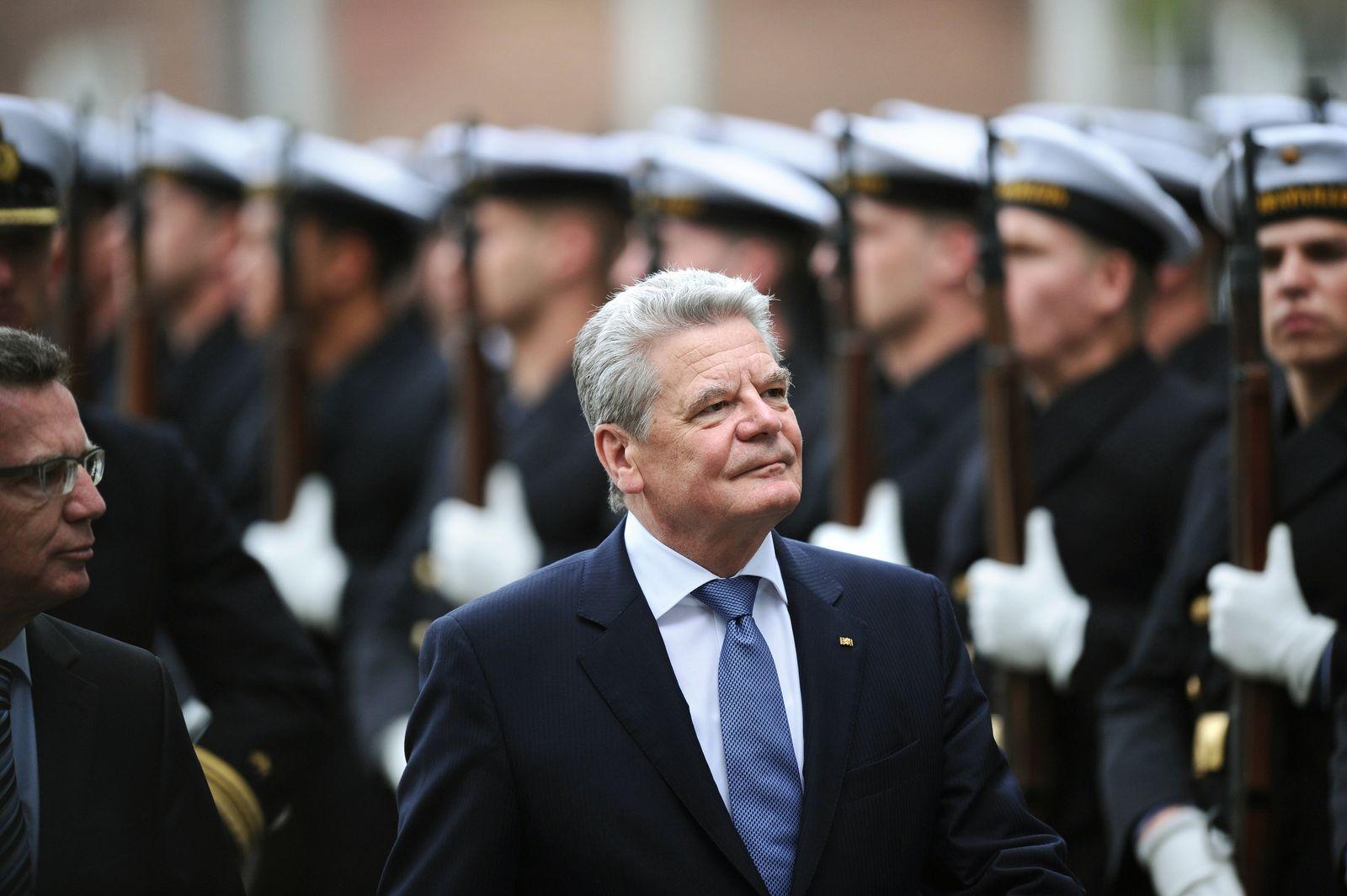 Gauck besucht Bundeswehr