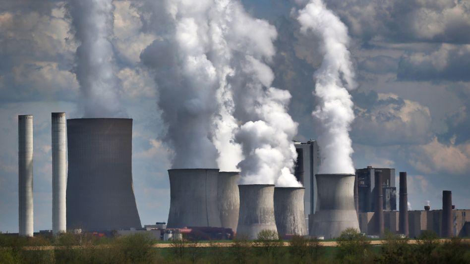 Braunkohlekraftwerk von RWE in Niederaußem (Archivbild)