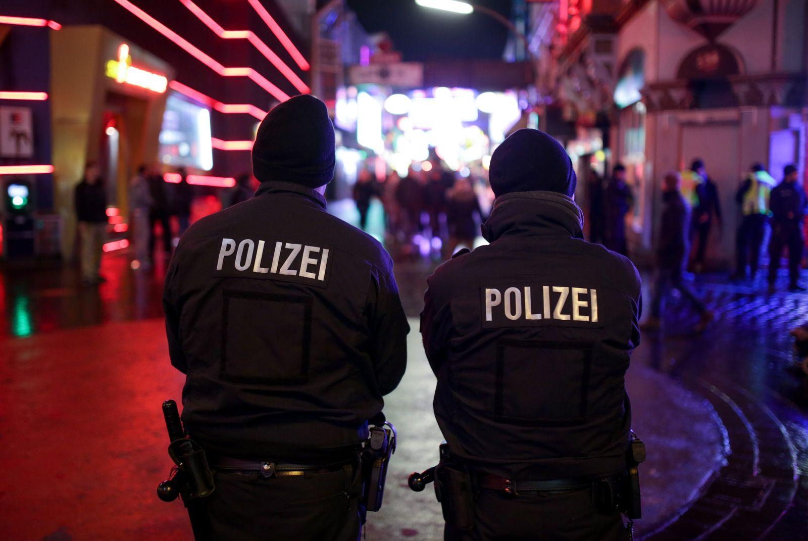 Polizeipräsenz auf Reeperbahn, Hamburg