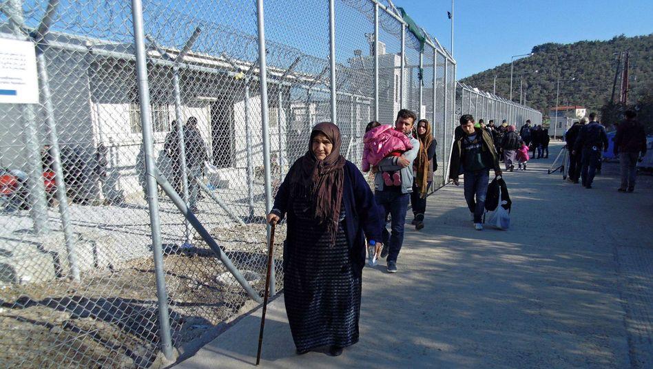 """""""Hotspot"""" auf Lesbos: Schleppende Umverteilung"""