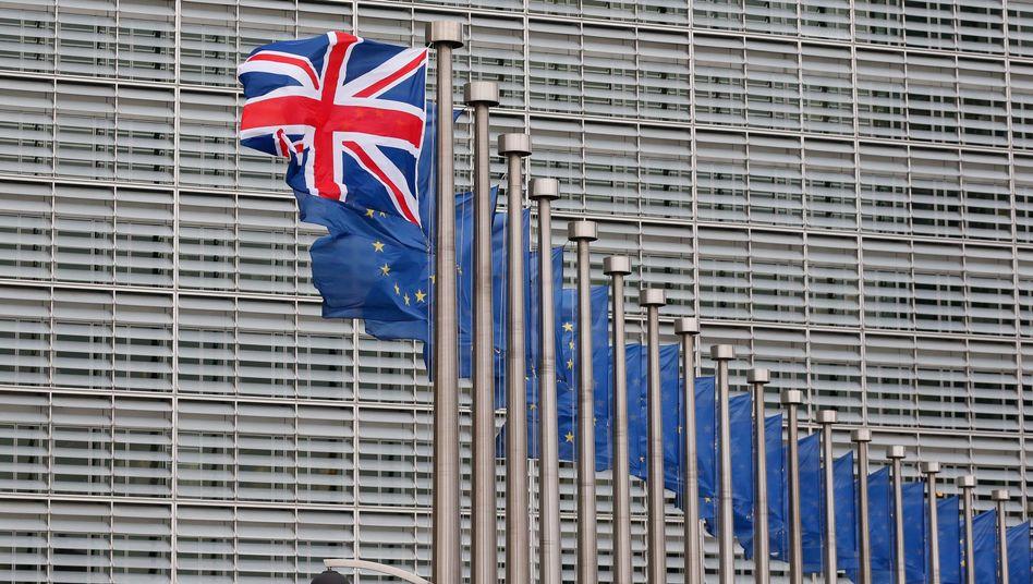 Flaggen vor der EU-Kommission in Brüssel