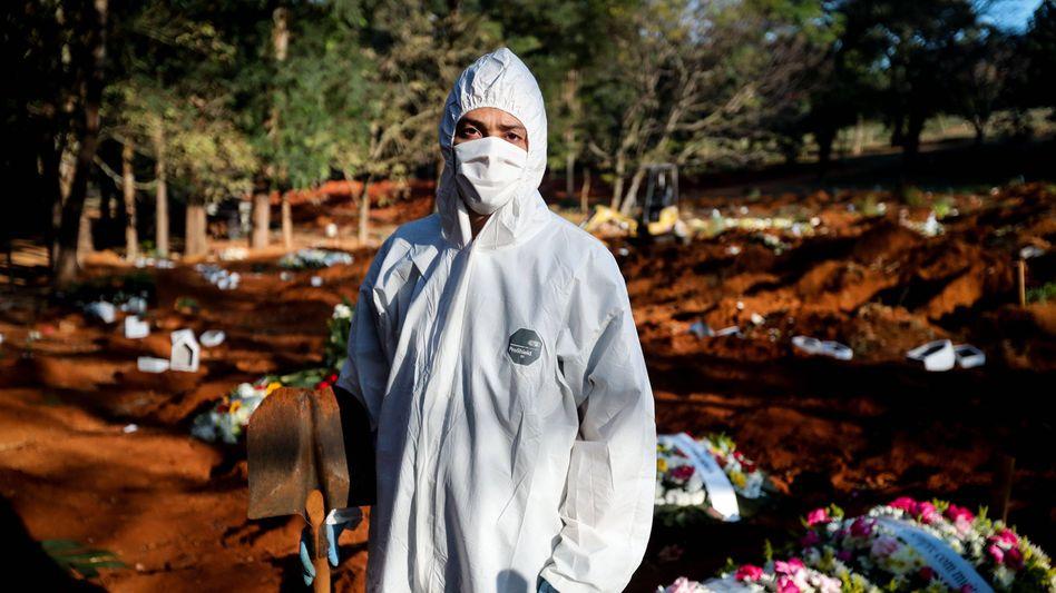 Arbeiten am Limit: Totengräber in Brasilien