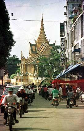 Metropole Phnom Penh: Schulen unter Bewachung