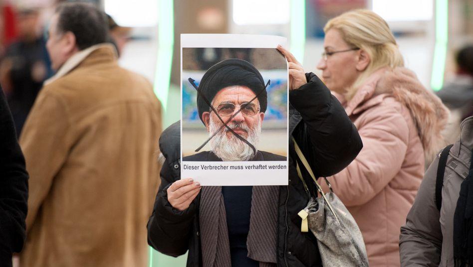 Protest gegen Ausreise von Shahroudi