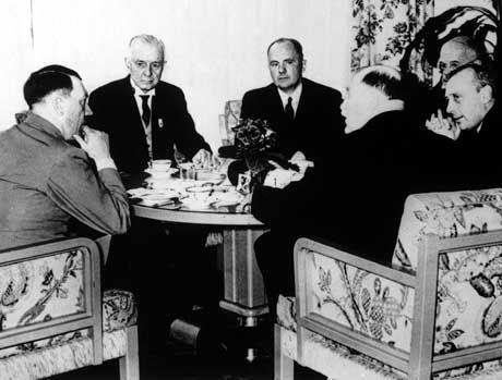 Hitler, IBM-Chef Watson (2.v.l.): Gute Beziehungen