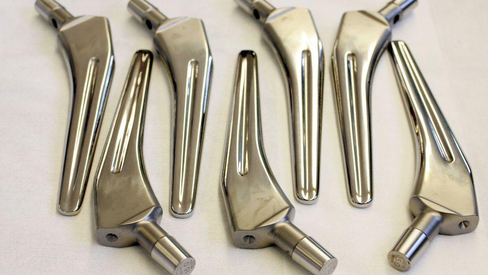 Teile von Hüftprothesen