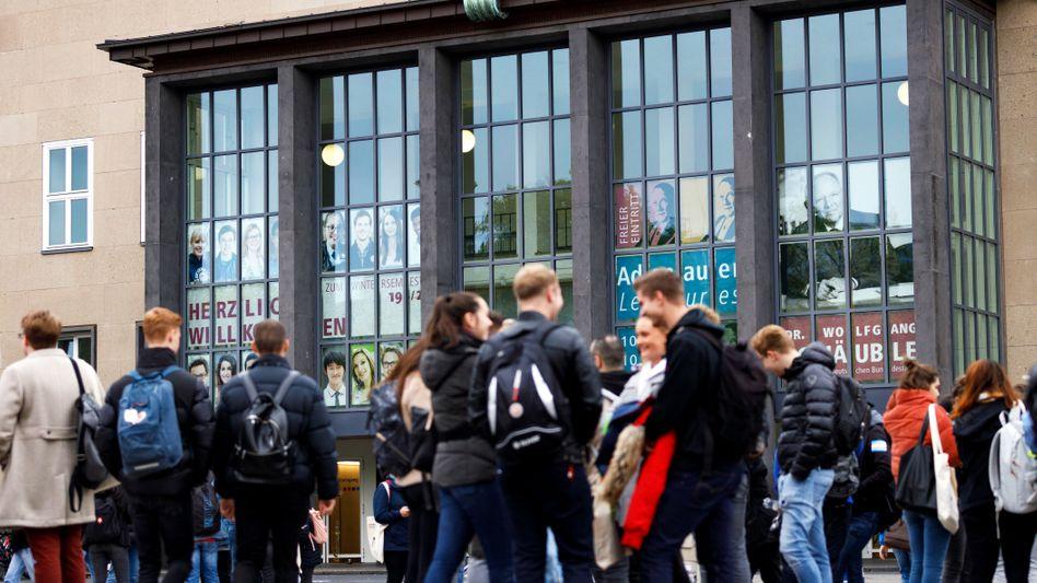 Studierende an der Uni Köln (Archivbild)