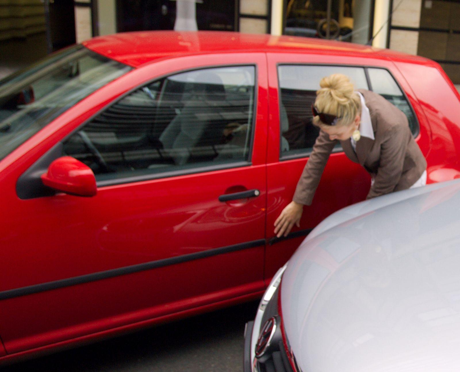 EINMALIGE VERWENDUNG Parkrempler / Auto-Schaden / Beule