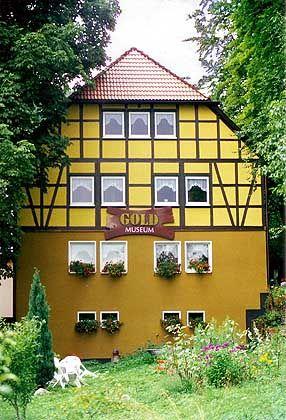 Gold-Museum Theuern: Historische Goldwaschpfannen, Mineralien und Nuggets