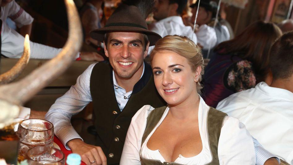 Ex-Fußballprofi Philipp Lahm mit Gattin Claudia auf dem Oktoberfest in München